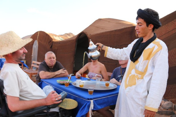 Il est handicapé… et il rêvait de parcourir le désert !