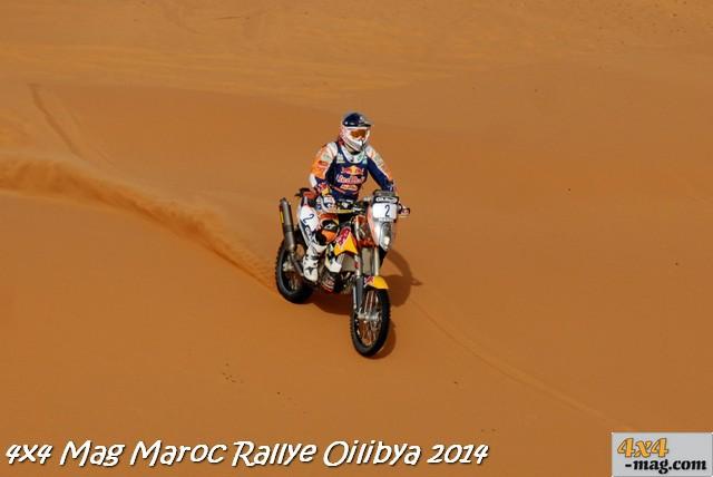 Marc Coma KTM (n°2) remporte la victoire de la 15ème édition du OiLibya du Maroc à Marrakech au terme de 6 jours de course. Il décroche ainsi le titre de Champion du Monde FIM 2014.